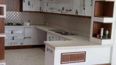 Photo of 2 عکس از آشپزخانه ایرانی با کابینت سفید و طرح چوب