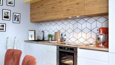 Photo of کابینت مدرن سه رنگ ، سفید و زرد هایگلاس، و طرح چوب