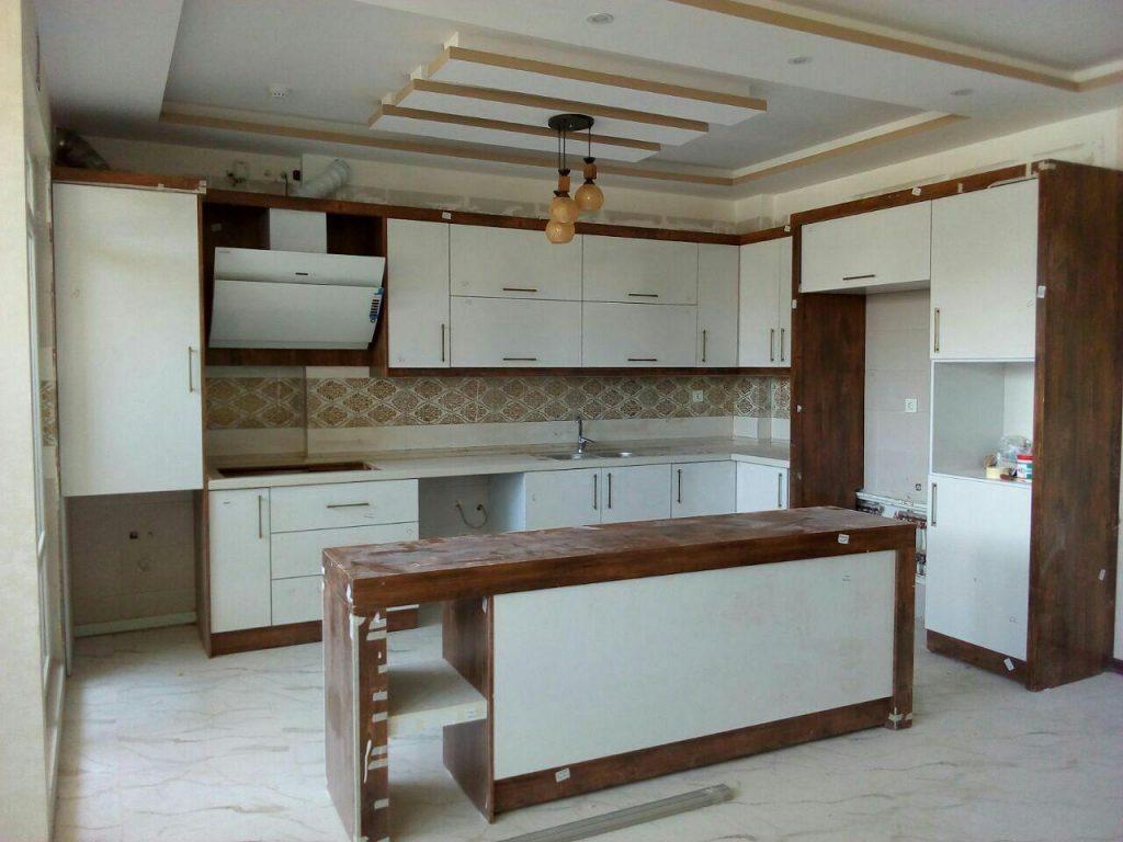 کابینت شیک سفید طرح چوب مدرن