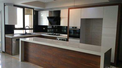 Photo of کابینت مدرن سفید طرح چوب برجسته با صفحه کورین سفید