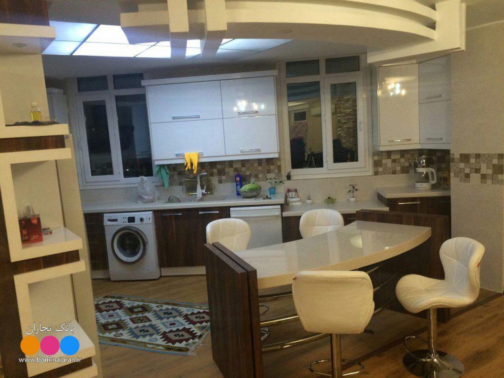 آشپزخانه مدرن ایرانی سفید و طرح چوب