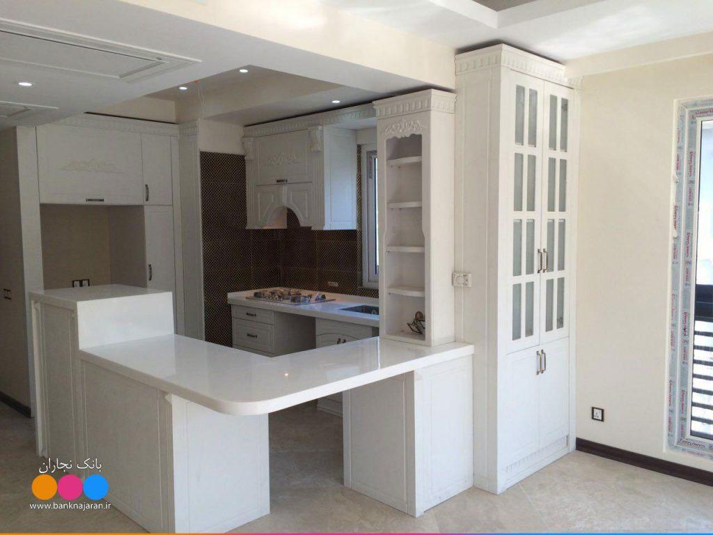 آشپزخانه کوچک با کابینت ممبران سفید