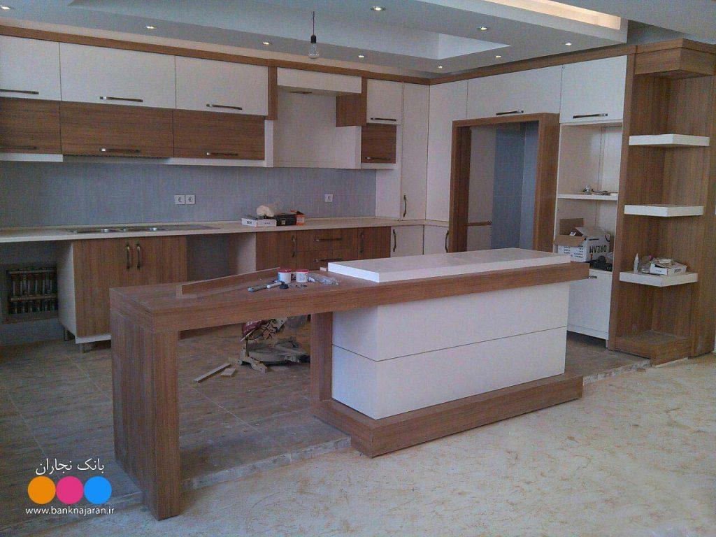 کابینت آشپزخانه سفید طرح چوب روشن 2