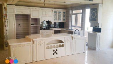 Photo of مدل کابینت آشپزخانه ممبران سفید با جزیره بزرگ پله ای