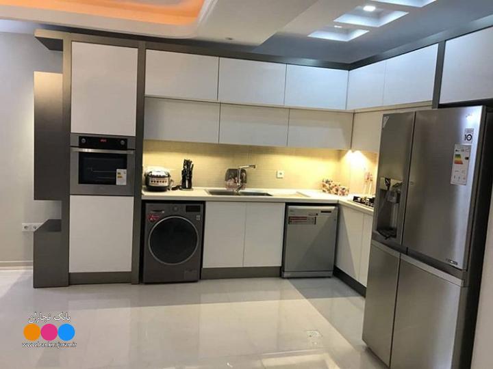 آشپزخانه مدرن ایرانی سفید و طوسی