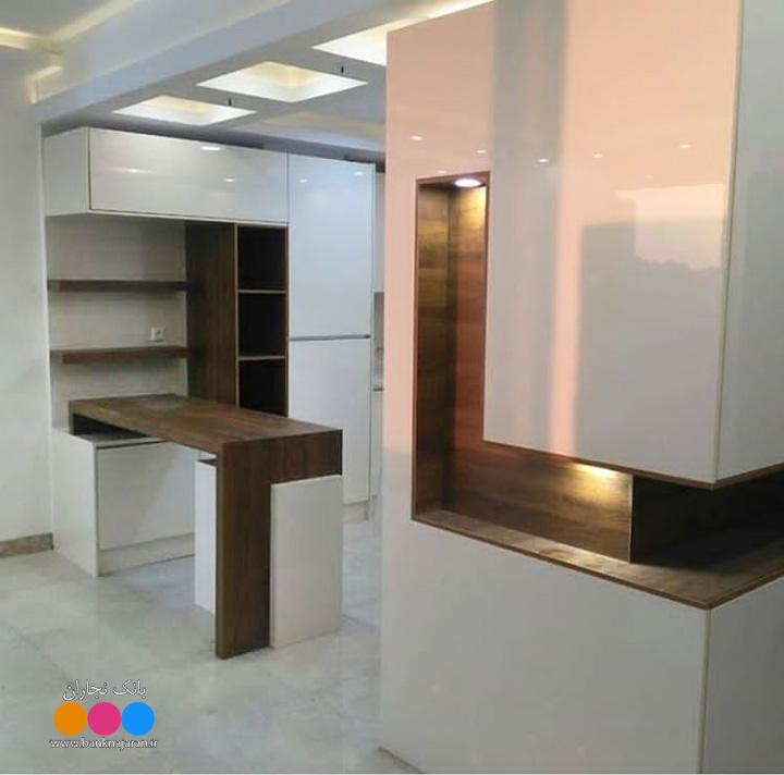 کابینت سفید هایگلاس طرح چوب مدرن 2