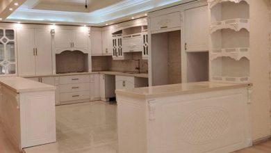 Photo of آشپزخانه ایرانی با کابینت سفید ممبران و دستگیره کلاسیک