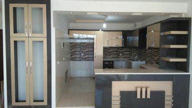 Photo of کابینت آشپزخانه نسکافه ای ذغالی هایگلاس با اپن حجمی