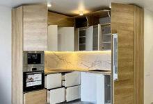 Photo of کابینت آشپزخانه کوچک سفید هایگلاس و طرح چوب روشن