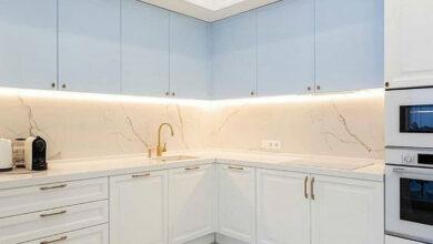 Photo of کابینت آشپزخانه نئوکلاسیک با ترکیب رنگ سفید و آبی